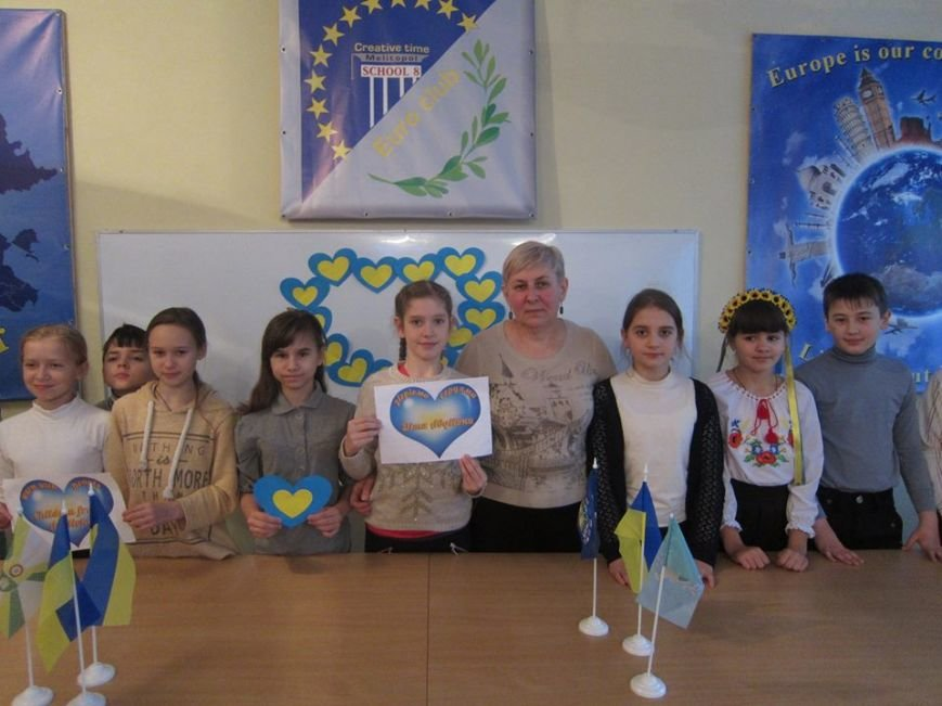 В Мелитополе запустили флешмоб в поддержку детей из Авдеевки, фото-2