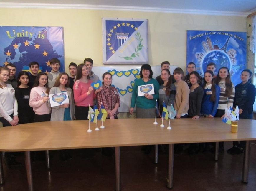 В Мелитополе запустили флешмоб в поддержку детей из Авдеевки, фото-3