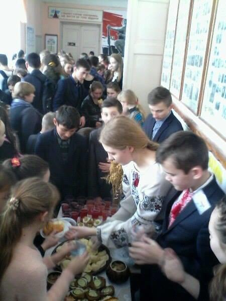 У Новограді-Волинському відбувся благодійний ярмарок та етно-фестиваль «Зимові барви Полісся», фото-1