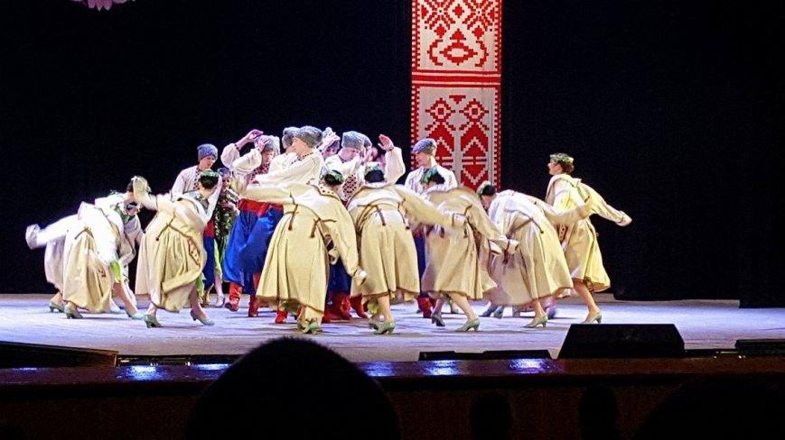 Мариупольцы увидели танцы в исполнении легендарного ансамбля им. Вирского (ФОТО, ВИДЕО), фото-1
