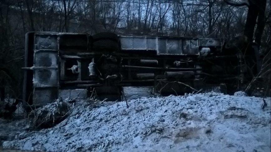 """На Рахівщині автобус """"Ясіня-Ужгород"""" зірвався з 15-метрового урвища - є постраждалі: фото, фото-1"""