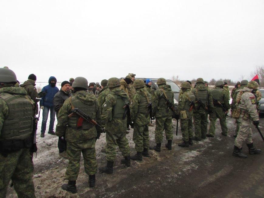 Вблизи Часов Яра попытку заблокировать движение автотранспорта пресекли полицейские (ВИДЕО), фото-2