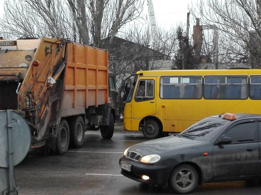 В Херсоне на Нефтяников ещё одно ДТП, но уже с участием КАМАЗа (фото), фото-4