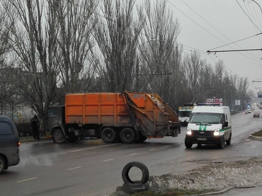 В Херсоне на Нефтяников ещё одно ДТП, но уже с участием КАМАЗа (фото), фото-2