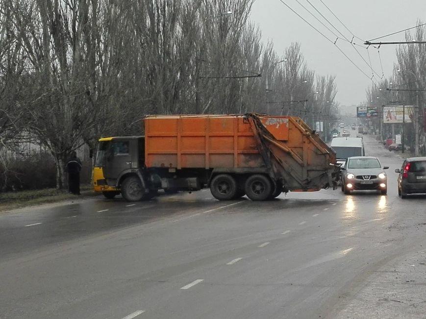 В Херсоне на Нефтяников ещё одно ДТП, но уже с участием КАМАЗа (фото), фото-3