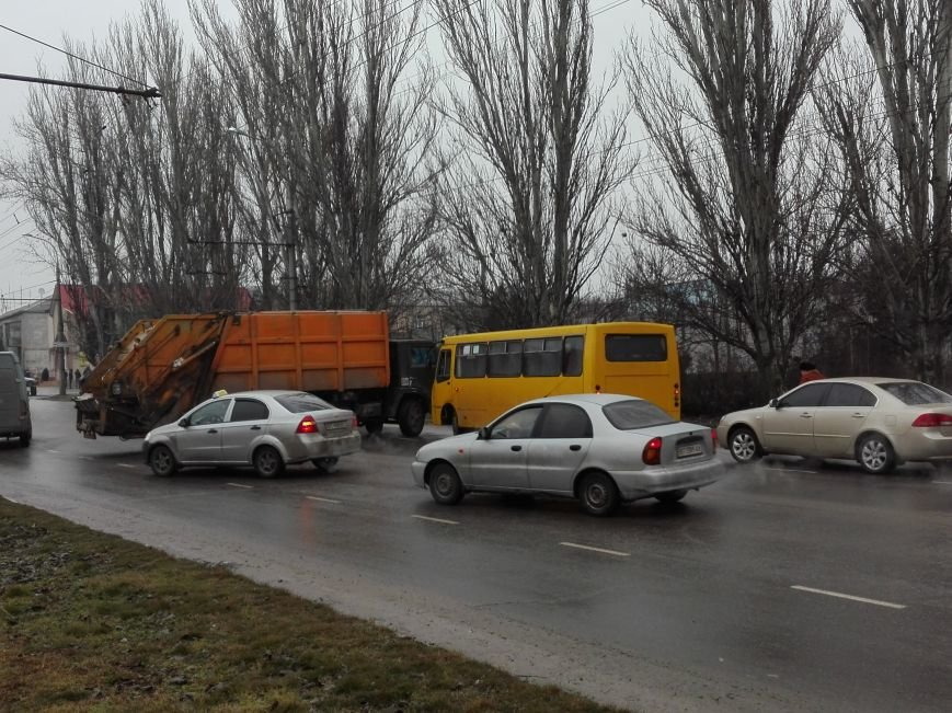 В Херсоне на Нефтяников ещё одно ДТП, но уже с участием КАМАЗа (фото), фото-1