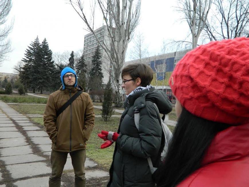 Киевские гости раскритиковали уличные картины Мариуполя (ФОТО), фото-1