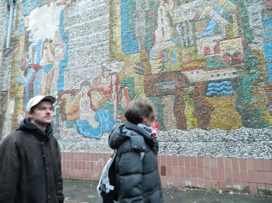 Киевские гости раскритиковали уличные картины Мариуполя (ФОТО), фото-4
