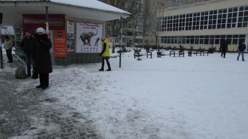 Мелитопольцы помогают дворникам расчищать снег и читают стихи о зиме (видео), фото-4