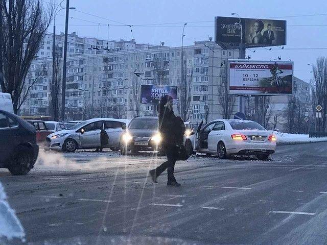 В Киеве девушка на элитном авто устроила масштабное ДТП (ФОТО), фото-2