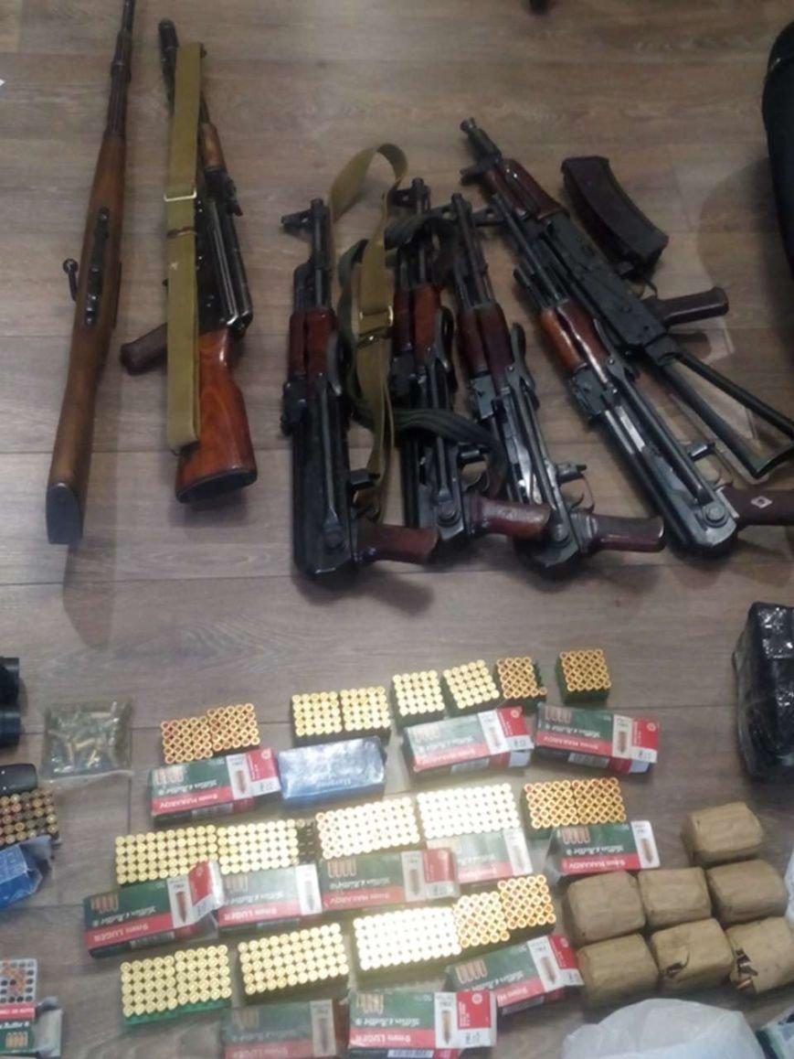 Правоохоронці Хмельниччини вилучили арсенал зброї у мешканця Кам'янець-Подільського району, фото-2