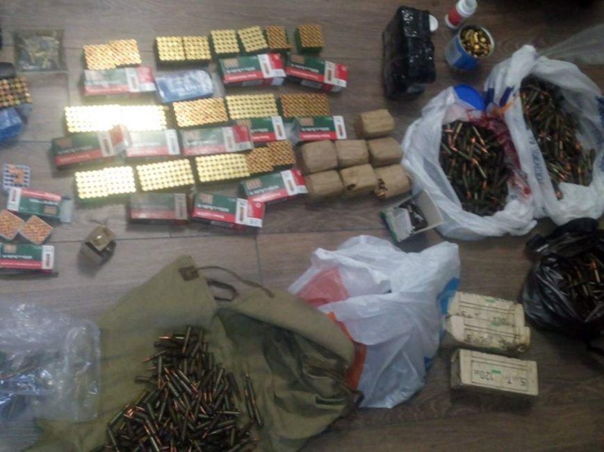 Правоохоронці Хмельниччини вилучили арсенал зброї у мешканця Кам'янець-Подільського району, фото-1