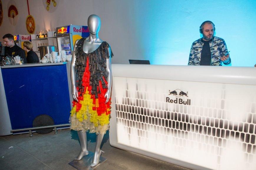 В Киеве провели эпатажное дефиле в костюмах из презервативов (ФОТО), фото-2