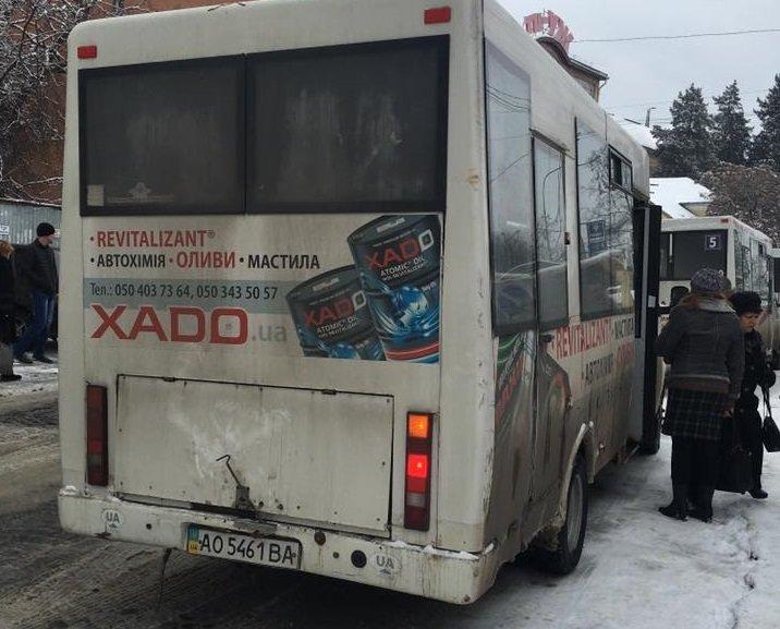 """В Ужгороді горе-водій """"маршрутки"""" №9 не зупинився школярці на зупинці: фото, фото-1"""