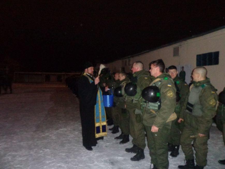 Бойцов Нацгвардии перед отправкой в АТО окропили святой водой, фото-1