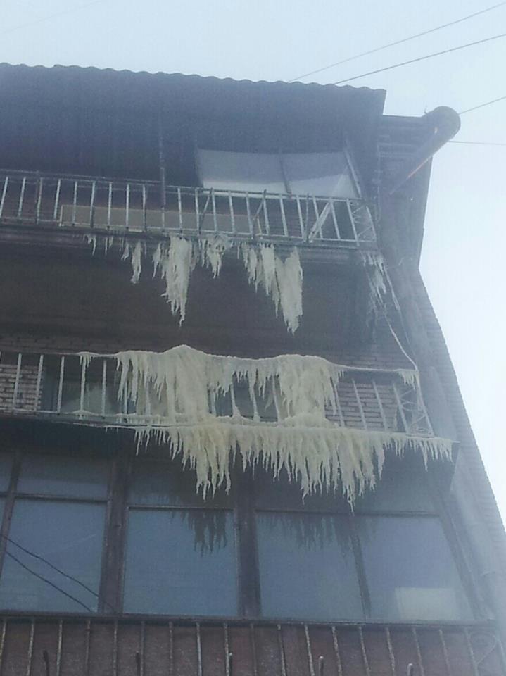 Балкон с сосульками