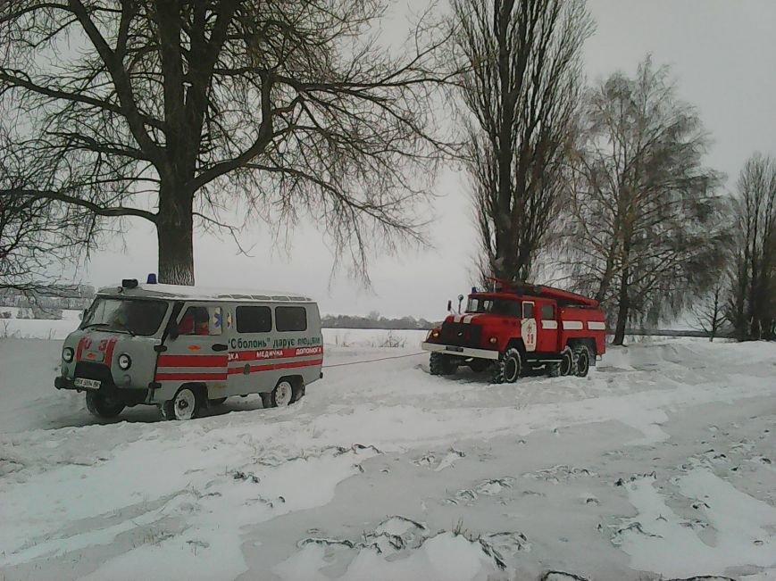 За 2 дні рятувальники Хмельниччини витягли зі снігових заметів 40 автомобілів, фото-1