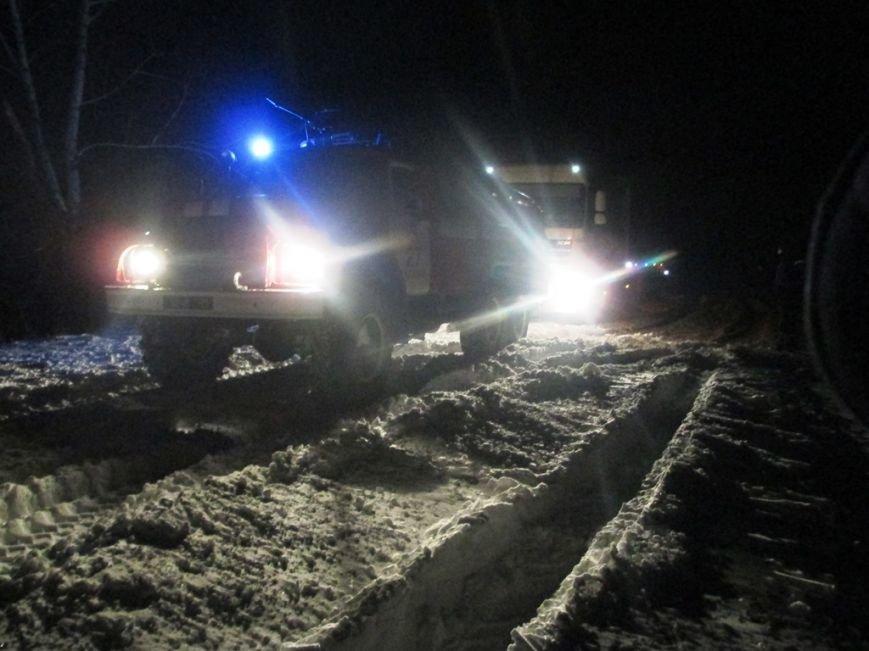 Упродовж доби рятувальники 17 разів виїжджали для надання допомоги водіям, які потрапили у снігові замети, фото-3