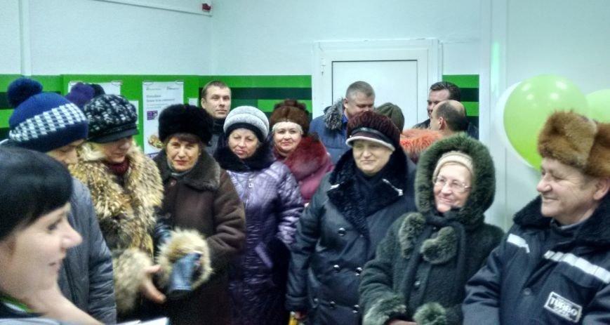 В прифронтовом Новотроицком открыто отделение ПриватБанка, фото-3