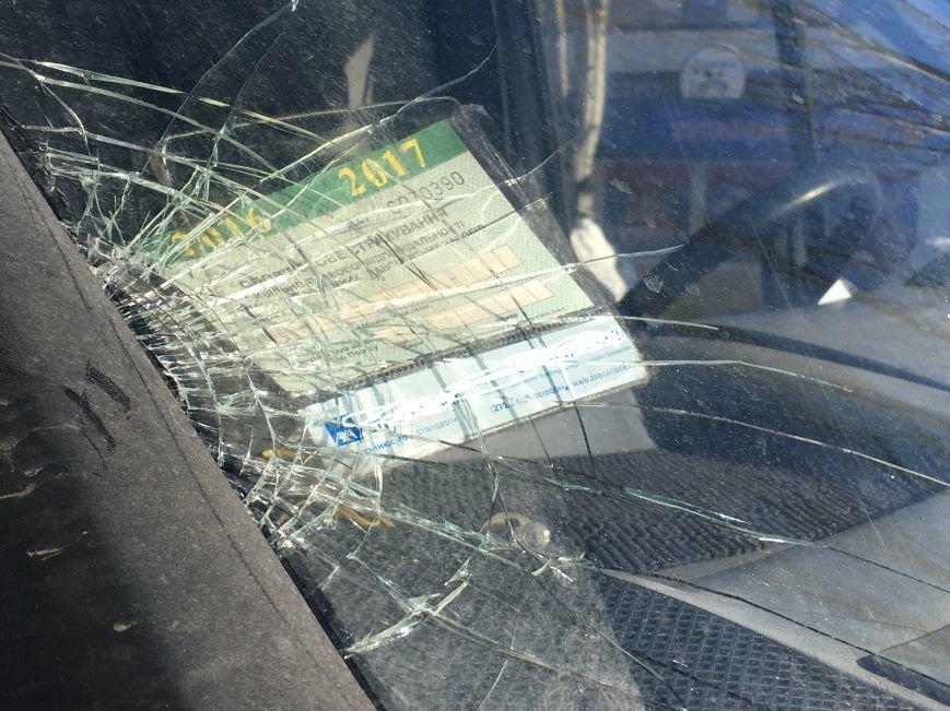 В центре Кривого Рога под колеса грузовика попал криворожанин, пьющий кофе (ФОТО), фото-18