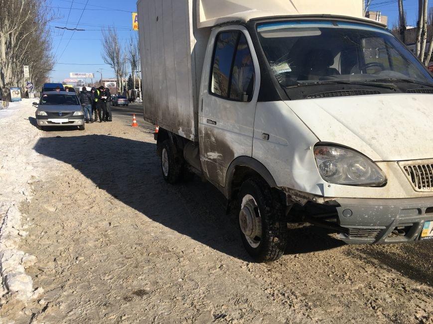 В центре Кривого Рога под колеса грузовика попал криворожанин, пьющий кофе (ФОТО), фото-16