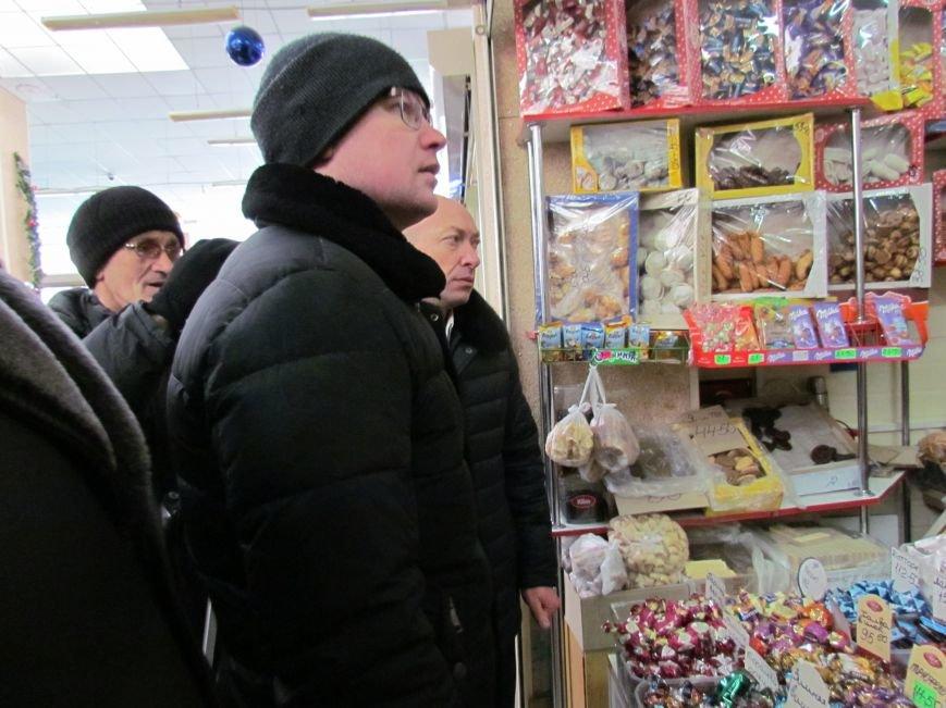 """На """"Экорынке""""  в  Мариуполе борются с перекупщиками, обвесами и стихийными торговцами (ФОТО, ВИДЕО), фото-6"""