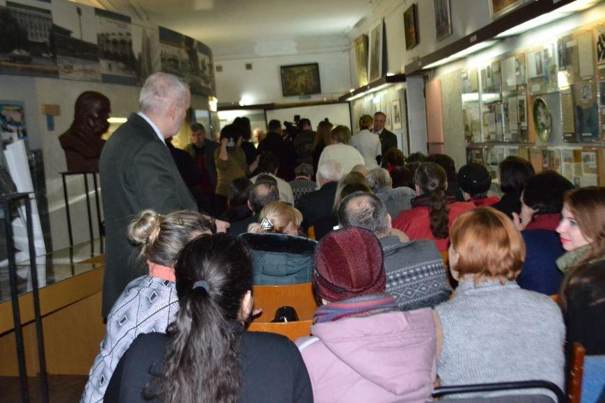 В Кривом Роге открылась выставка работ Александра Васякина (ФОТО), фото-1