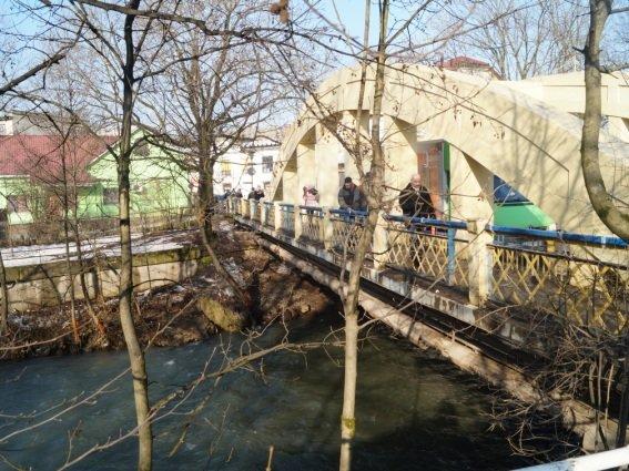 На транспортному мості в Іршаві врятували жінку від самогубства: фото, фото-1