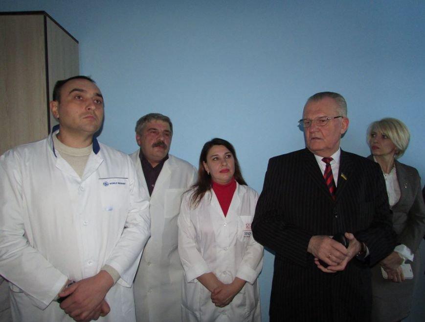 У Новограді-Волинському презентовано новий апарат ультразвукової діагностики та оглянуто оновлені приміщення АЗПСМ № 6, фото-1