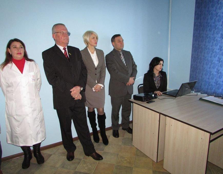 У Новограді-Волинському презентовано новий апарат ультразвукової діагностики та оглянуто оновлені приміщення АЗПСМ № 6, фото-2