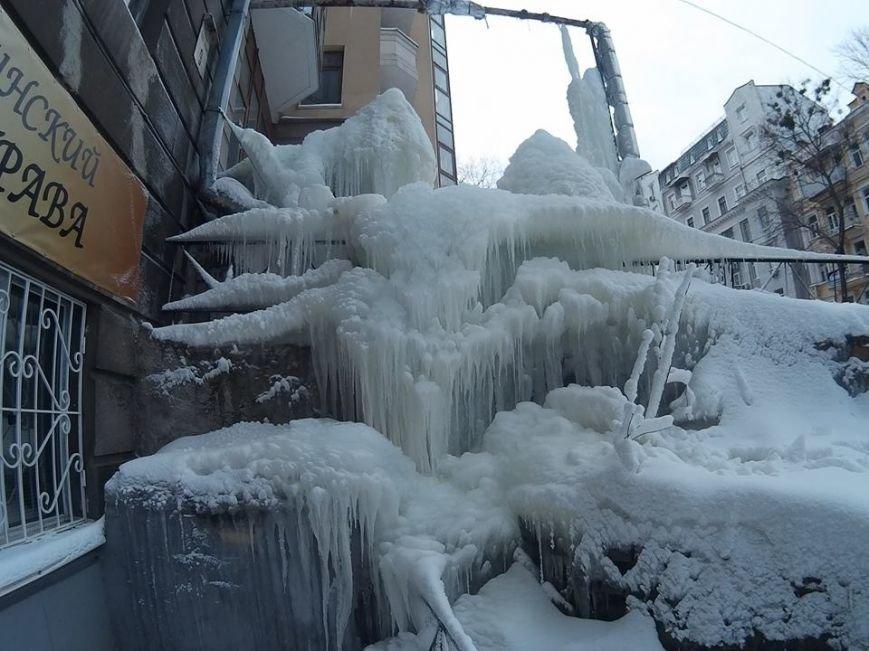 В Киеве посреди улицы выросла гигантская сосулька (ФОТО), фото-3