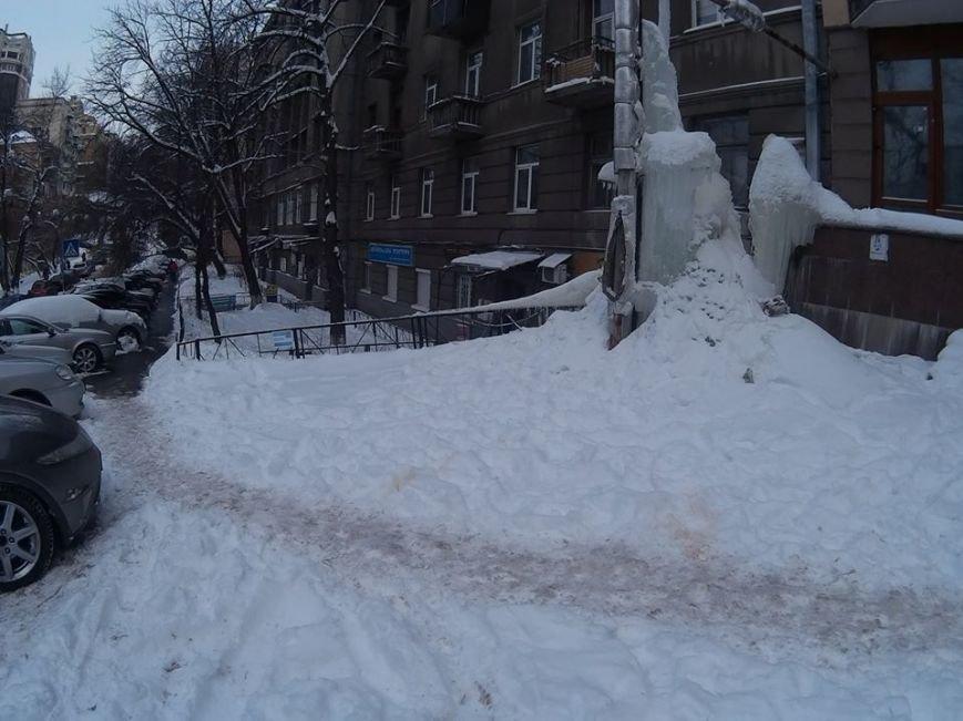 В Киеве посреди улицы выросла гигантская сосулька (ФОТО), фото-2