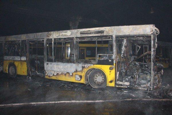 Пожар в автопарке: в Киеве сгорело 6 автобусов (ФОТО), фото-2