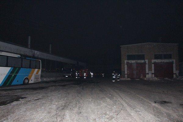 Пожар в автопарке: в Киеве сгорело 6 автобусов (ФОТО), фото-1