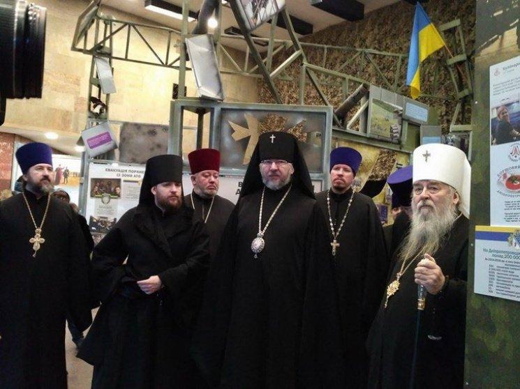 В Днепре московские церковники провели молебен напротив фотографий Героев, погибших в Иловайском котле (ФОТО), фото-2