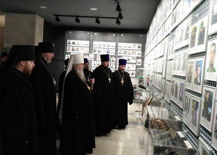 В Днепре московские церковники провели молебен напротив фотографий Героев, погибших в Иловайском котле (ФОТО), фото-4