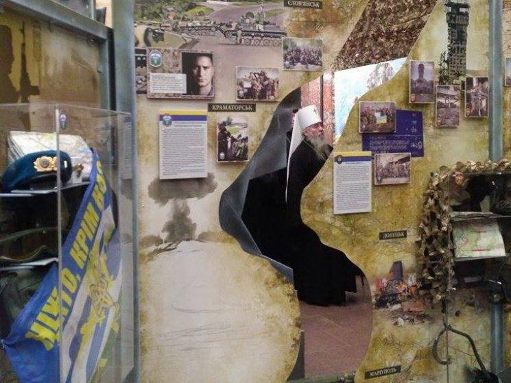 В Днепре московские церковники провели молебен напротив фотографий Героев, погибших в Иловайском котле (ФОТО), фото-1