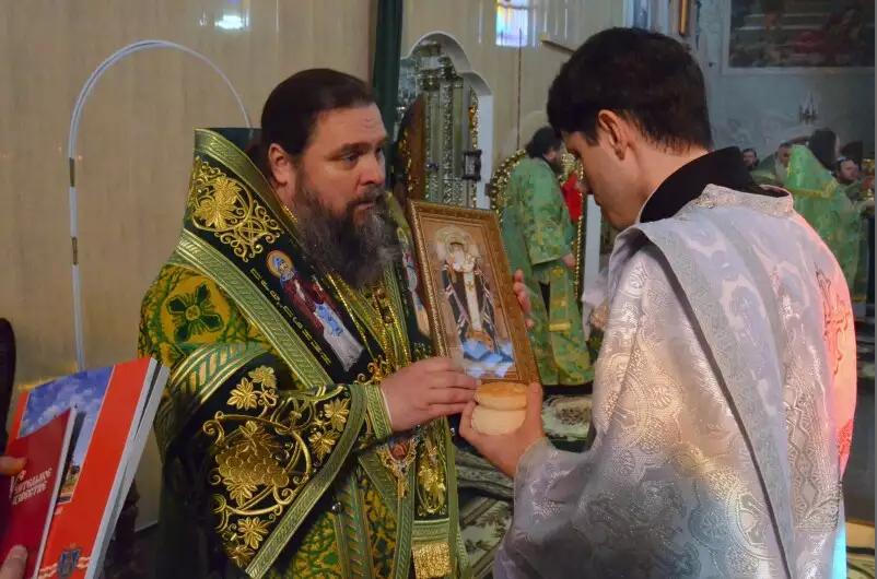 Митрополит Ефрем отметил День Ангела со всей Криворожской епархией, мэром и казаками (ФОТО), фото-1