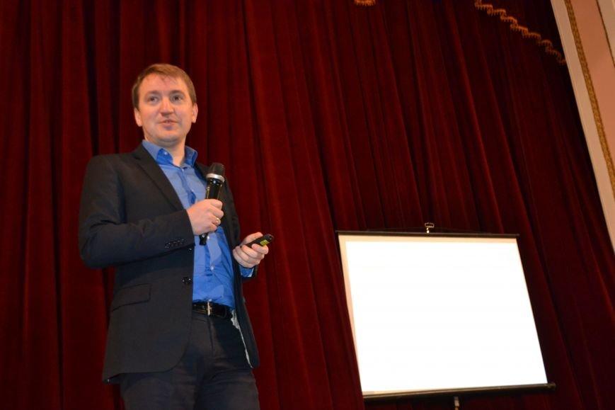 На первую в Кривом Роге конференцию гражданского общества прибыл целый десант известных украинских экспертов и активистов (ФОТО), фото-12