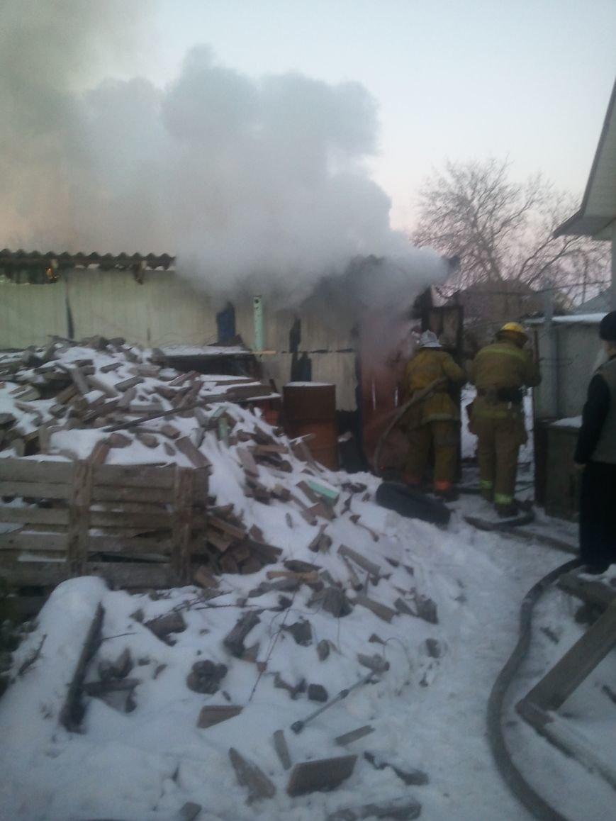 В Мелитополе пожар уничтожил уличную постройку (фото), фото-1