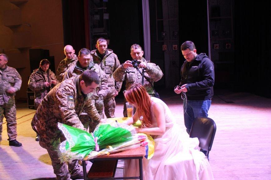 В Мариуполе Светлана Тарабарова заставила военных танцевать (ФОТО+ВИДЕО), фото-6