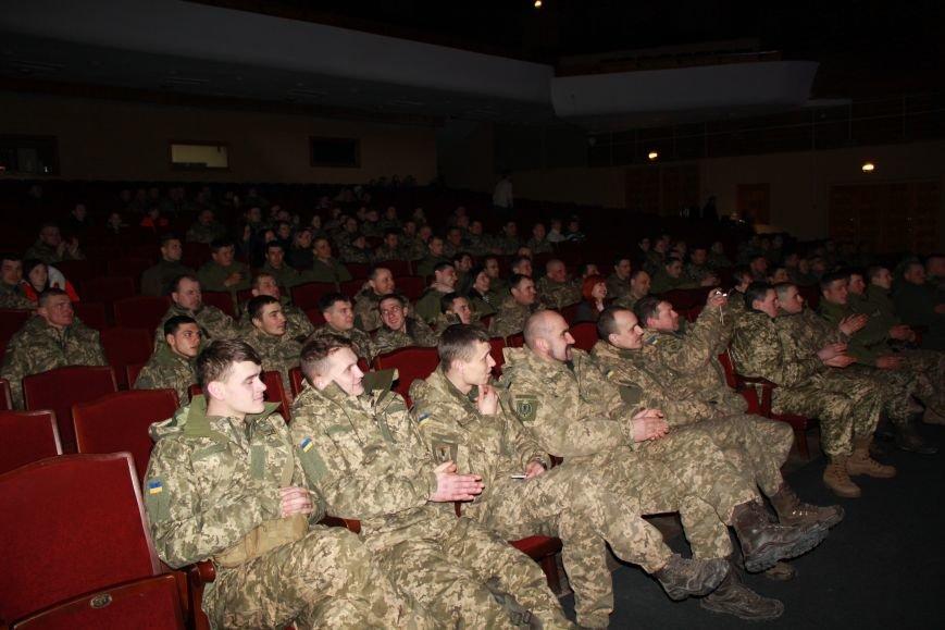 В Мариуполе Светлана Тарабарова заставила военных танцевать (ФОТО+ВИДЕО), фото-1