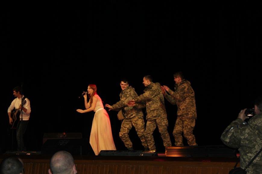 В Мариуполе Светлана Тарабарова заставила военных танцевать (ФОТО+ВИДЕО), фото-5