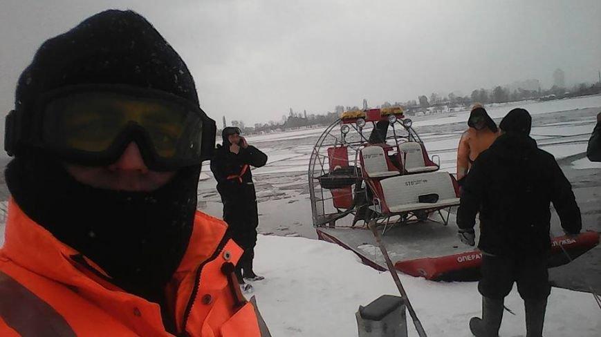 В Киеве еще одного рыбака унесло на льдине (ФОТО), фото-1