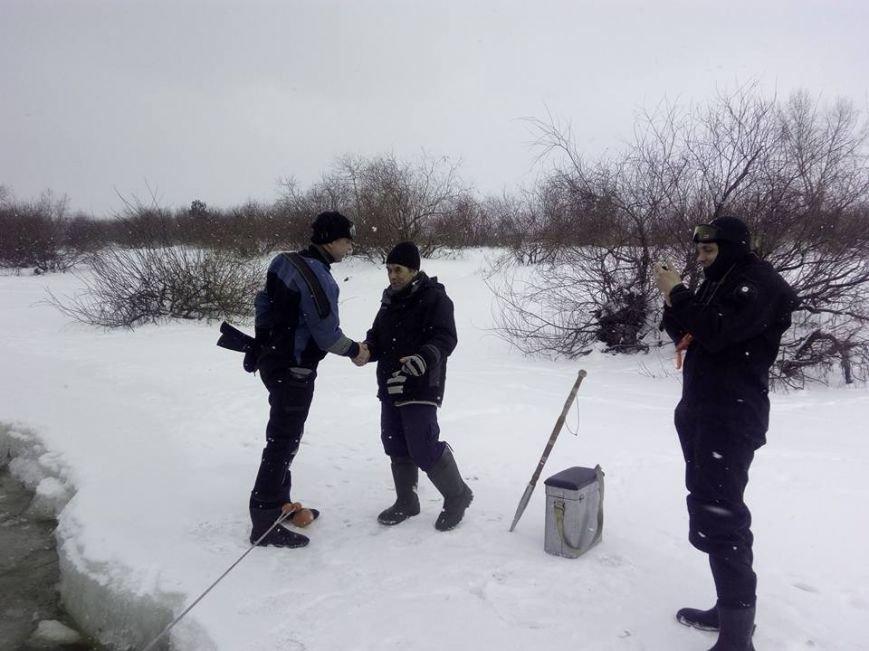 В Киеве еще одного рыбака унесло на льдине (ФОТО), фото-2