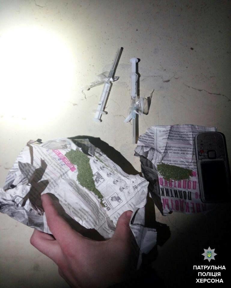 За прошедшие выходные херсонские патрульные неоднократно выявляли наркотики (фото), фото-2