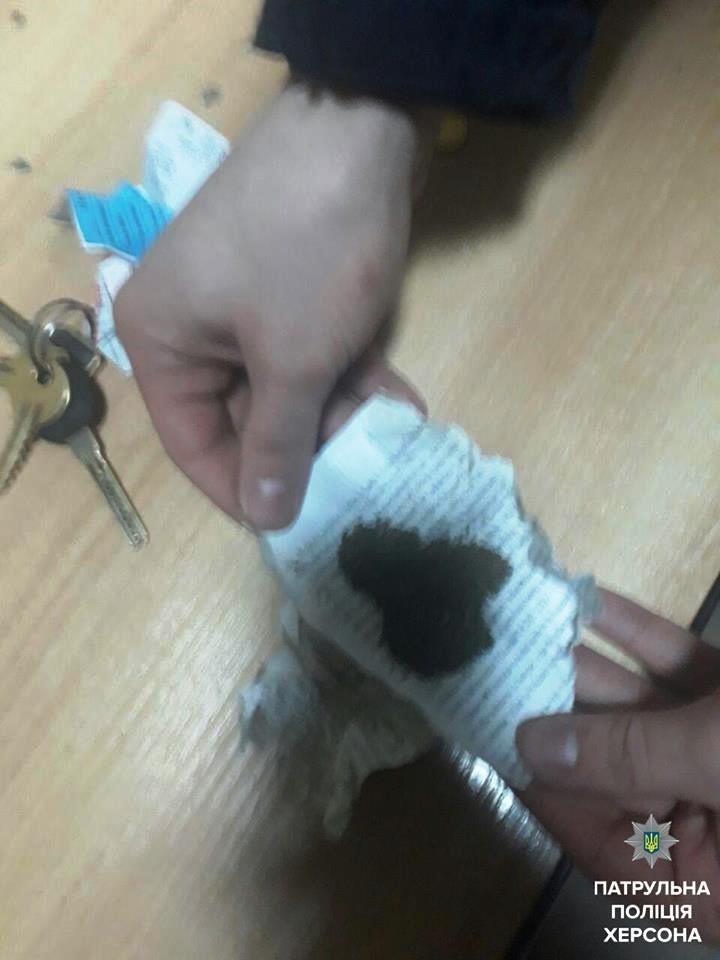 За прошедшие выходные херсонские патрульные неоднократно выявляли наркотики (фото), фото-3