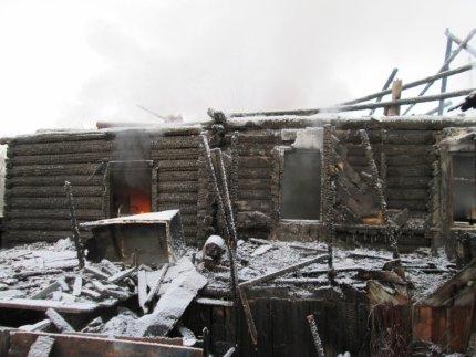 Жительница Ульяновска лежала в больнице, когда у нее сгорел дом. ФОТО, фото-1