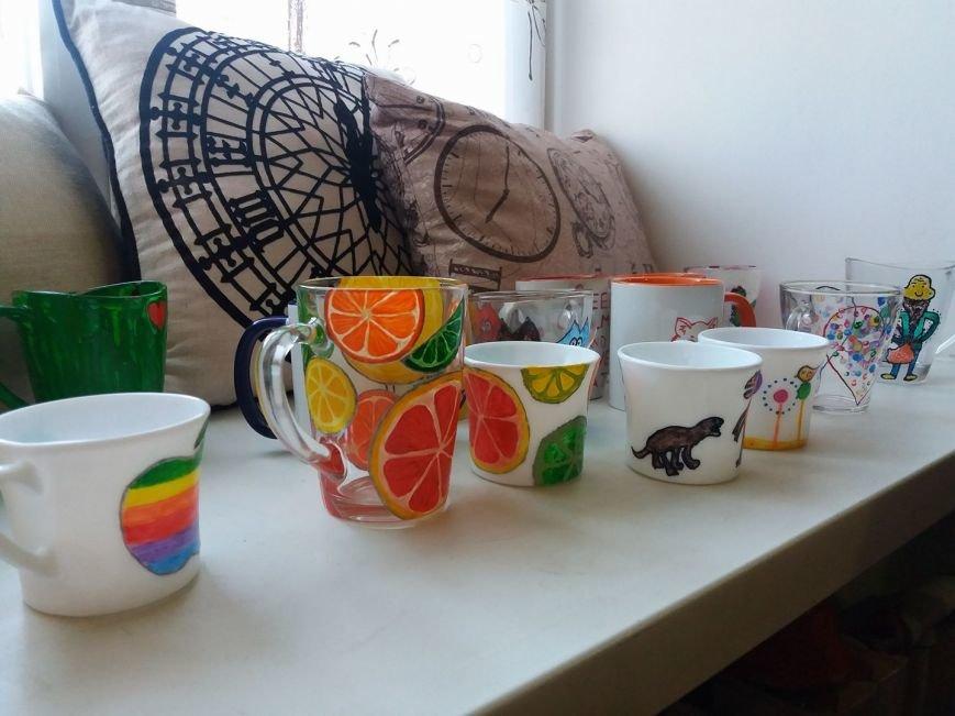 В Херсоне мастер-классы по росписи чашек помогли собрать 1,5 тыс. грн для волонтеров (фото), фото-3