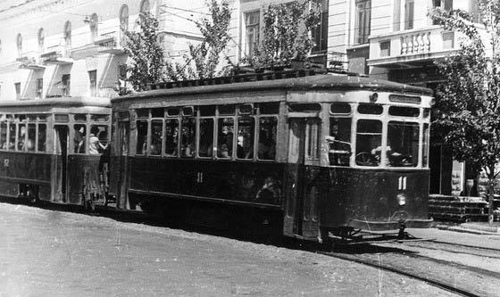 Первый-трамвай-в-Мариуполе-50-е-годы.
